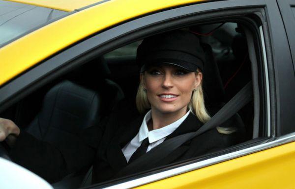Таксист Яндекса